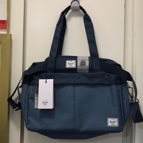 1fe79f8785 Herschel Supply Company Other - Herschel (Gibson) Messenger Bag